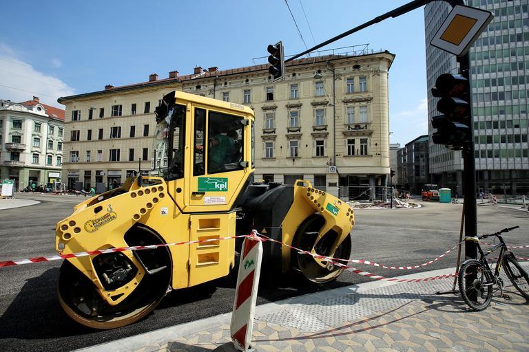 Pred županskimi volitvami ponekod v Sloveniji že zmanjkuje asfalta