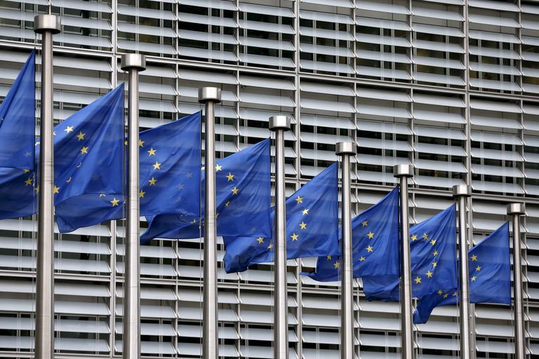 Bruselj Slovenijo znova poziva k zdravstveni in pokojninski reformi
