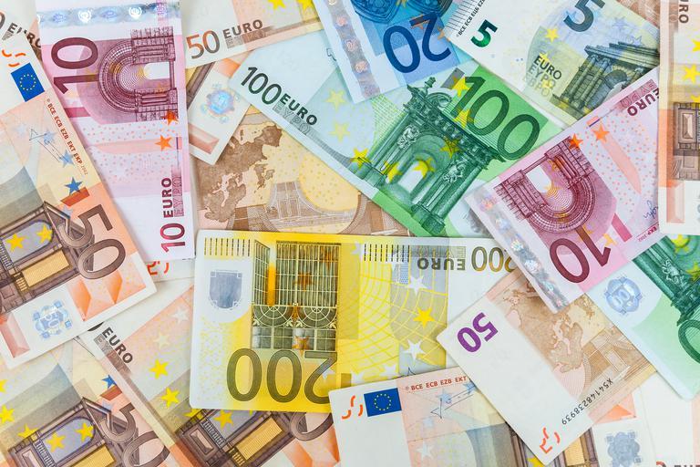 Slovenija lani z 0,5 odstotka BDP presežka v javnih financah