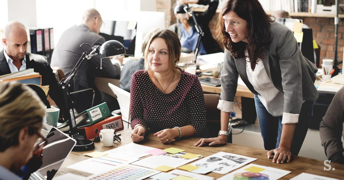 NIJZ priporoča: sestanke organizirajte na prostem ali na daljavo
