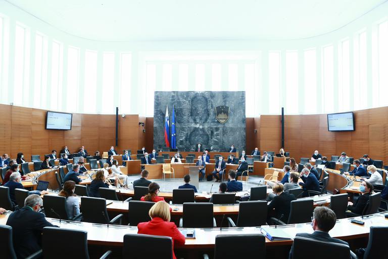 Poslanci potrdili rebalans proračuna