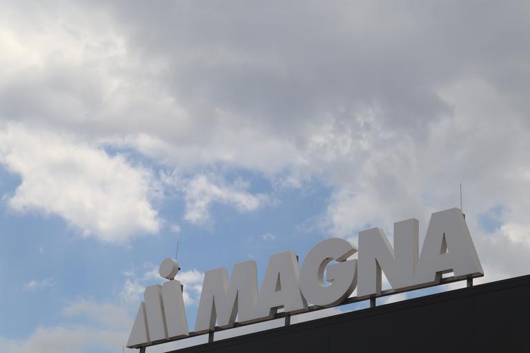 Magna za pol leta prestavila odločitev o velikem projektu v Hočah