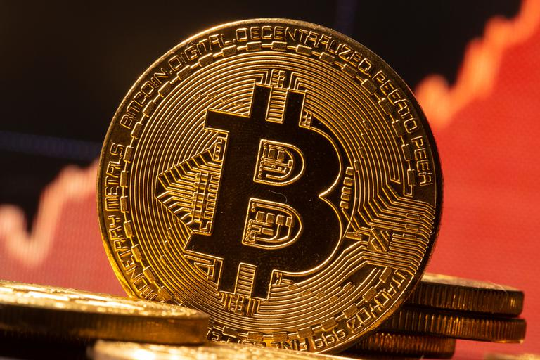 Tržna kapitalizacija bitcoina dosegla 1000 milijard dolarjev