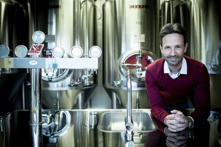Mikropivovarna CUBE2BREW v zabojniku je slovenska inovacija, ki združuje pivovarništvo in mobilnost