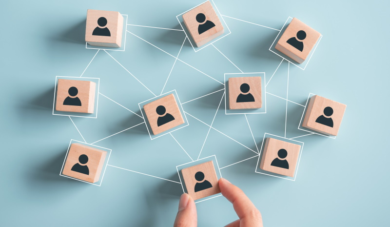 Ali veste, s koliko in katerimi podjetji je povezan vaš poslovni partner?