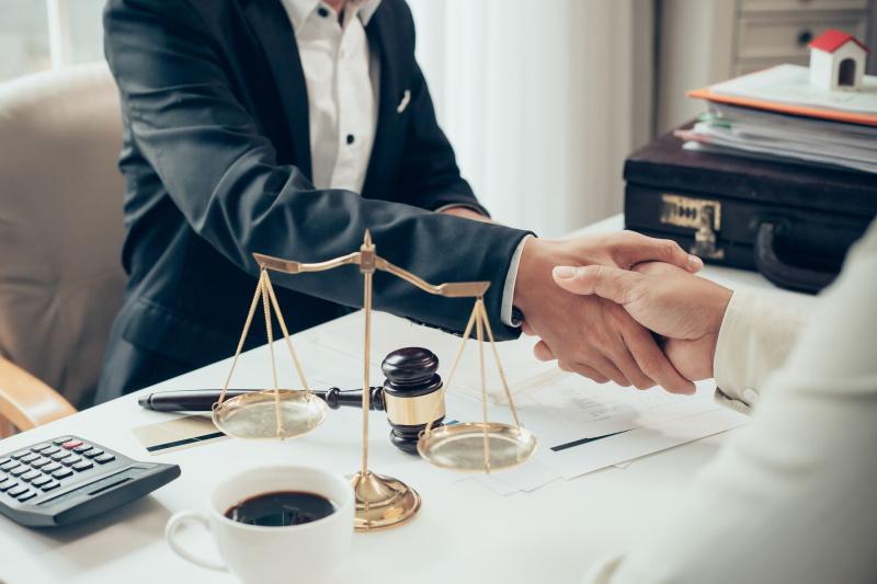 Ima vaš poslovni partner sodne obravnave na sodišču?